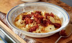 Bloemkool met kaas, pancetta en honing